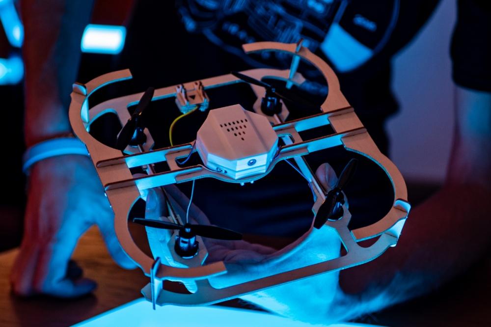 AirWood CUBEE z kamerą