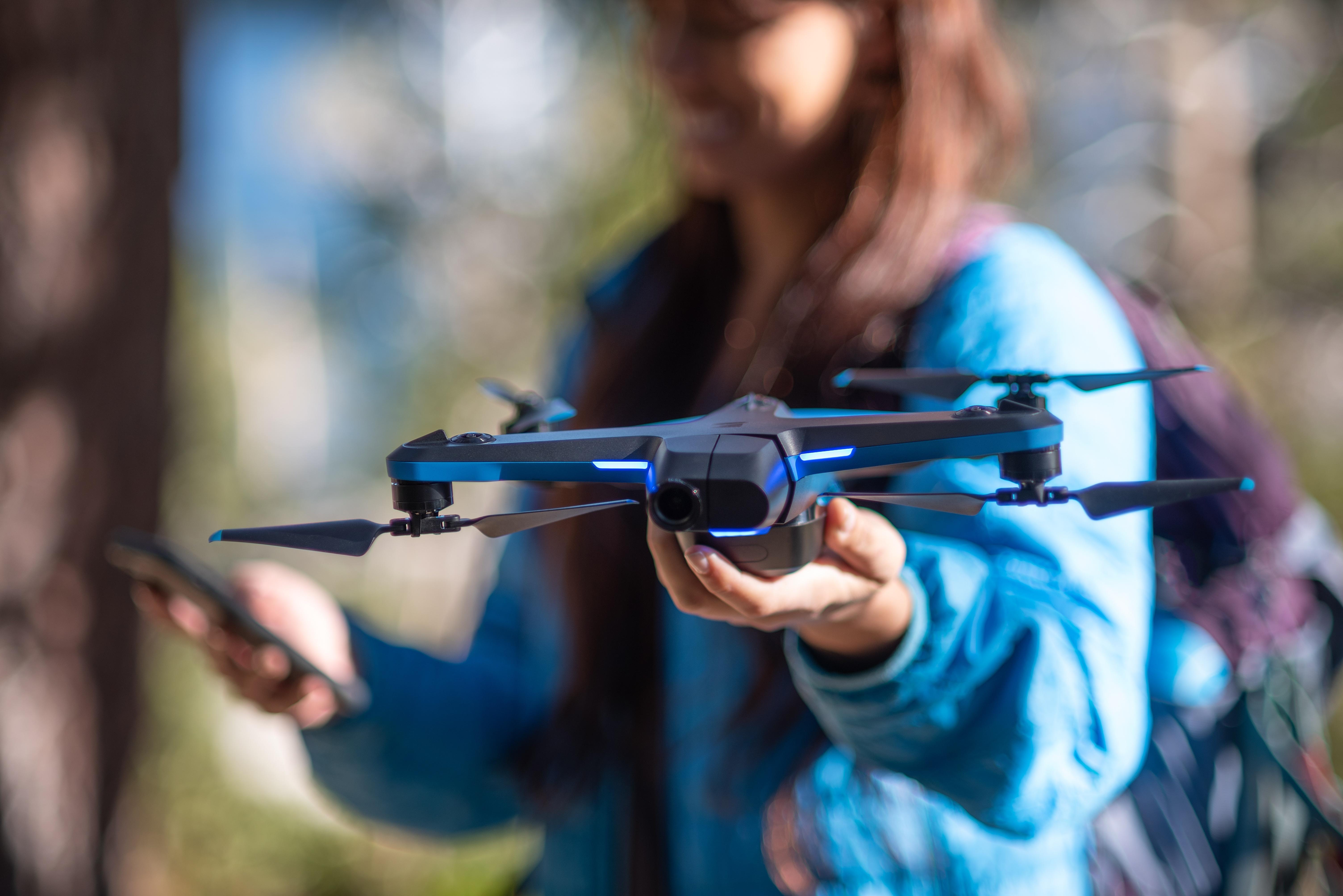 Nowy dron od Skydio jest mniejszy, inteligentniejszy i łatwo dostępny