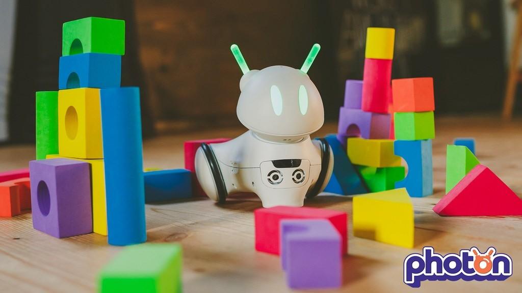 Prezentacja robota zabawki Photon