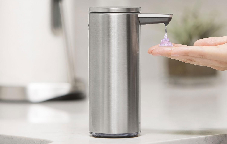 Prezentacja bezdotykowego dozownika mydła Simplehuman 266 ml