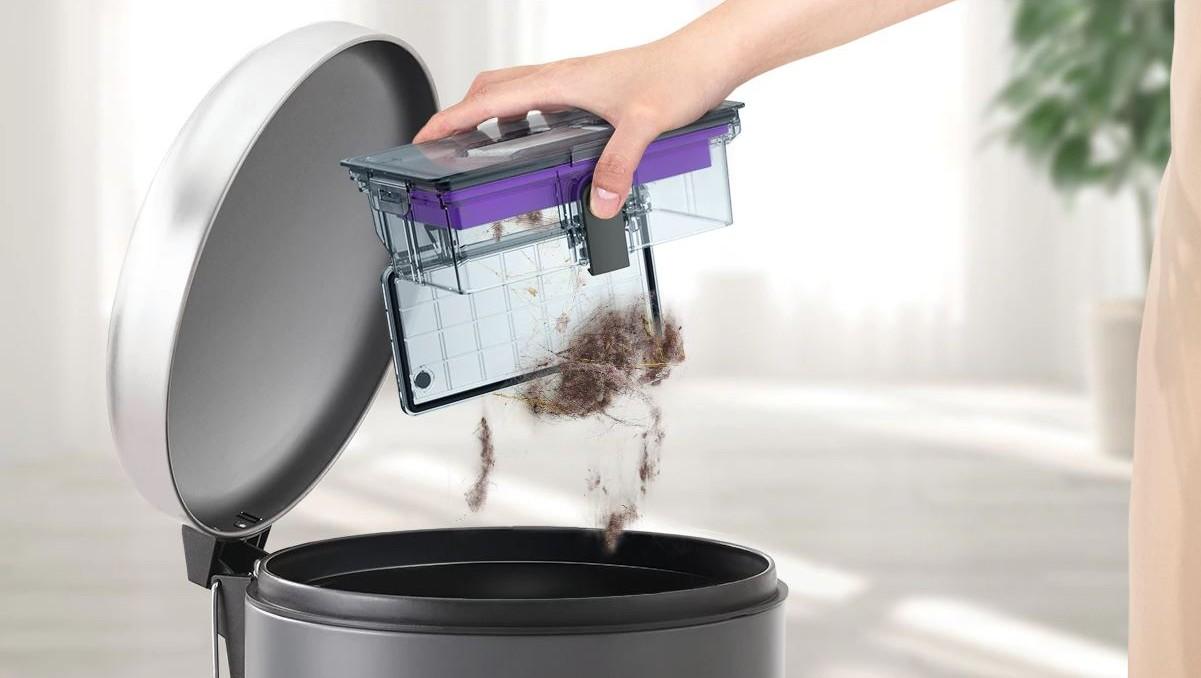 Łatwe opróżnianie pojemnika na odpady