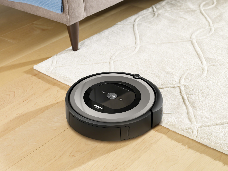 Prezentacja odkurzacza automatycznego iRobot Roomba e5 Silver