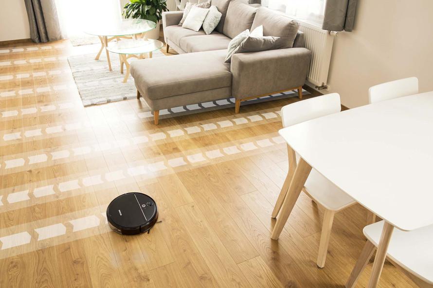 Dzięki nawigacji żyroskopowej mapuje przestrzeń w celu efektywnego posprzątania